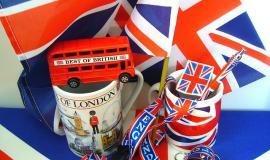 UK Souvenirs via http://pixabay.com/en/souvenirs-england-united-kingdom-107536/