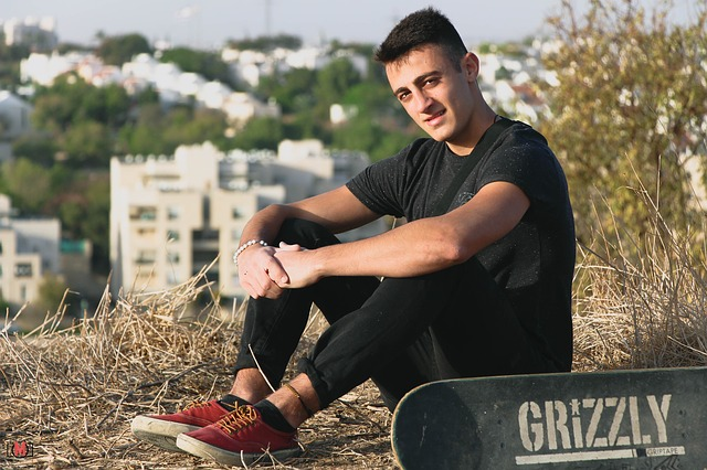 Young man via https://pixabay.com/en/happy-lifestyle-skateboard-grizzly-2232515/