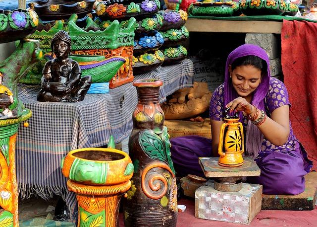 Indian business woman via https://pixabay.com/en/woman-indian-painting-pottery-1824150/