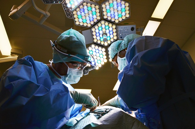 Doctor via https://pixabay.com/en/doctor-surgeon-operation-650534/