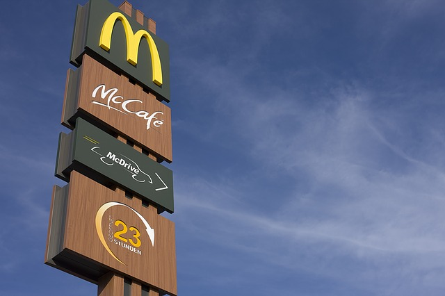 McDonald's sign via https://pixabay.com/photos/mcdonalds-redaktionel-chain-1340199/
