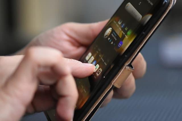 Smartphone via https://pixabay.com/photos/smartphone-finger-tap-mobile-phone-4357662/