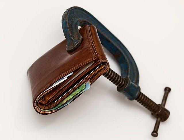 Credit Squeeze via https://pixabay.com/photos/credit-squeeze-taxation-purse-tax-522549/