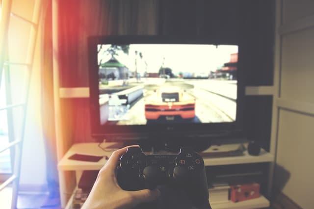 Video game tester via https://pixabay.com/photos/computer-console-controller-game-1845880/